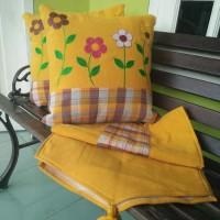 Sarung Bantal Kursi Tenun Aster Kuning