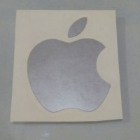Decal Sticker Cutting Vinyl Logo Apple ukuran sesuai asli di Macbook