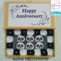 Flower box buket bunga boneka panda kado hadiah valentine ultah wisuda