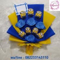 rangkaian bunga mawar flanel dan boneka minion buke buket kado hadiah