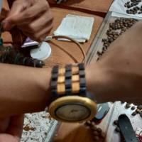 jam tangan kayu kombinasi
