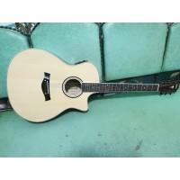 Gitar Akustik Elektrik Merk Taylor Natural EQ Tuner