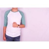 Credomentore Kaos Raglan 3/4 Putih Hijau Muda Fit to M