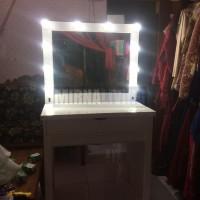 Meja Rias Lampu T D500
