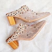 Suri heels