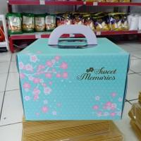 Kotak kue cake box 25x25x17.5 Warna hijau tosca cherry handle pega