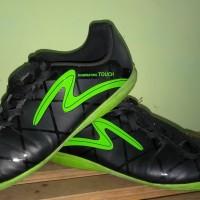Harga sepatu futsal speck diablo in black   Pembandingharga.com