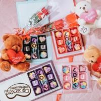 Kado Coklat dan Teddy Valentine