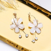 LRC Anting Hoop Fashion Gold Color Flower Shape Decorated F07009