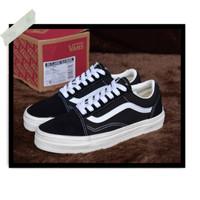 b3160f3cdac69e Sepatu Pria Vans Old Skool EVB Black White