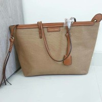 Harga charles and keith totte bag | antitipu.com