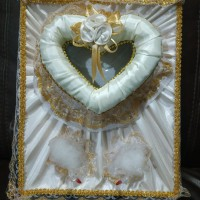 Tempat mahar pernikahan perhiasan dan cincin cream