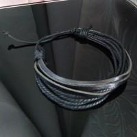 gelang kulit hitam