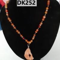 Kalung Tipe Satu Rantai Berliontin Nuansa Merah Maroon - DK252