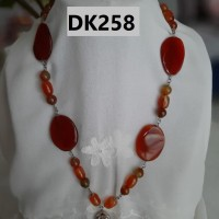Kalung Tipe Satu Rantai Berliontin Nuansa Merah Coklat - DK258