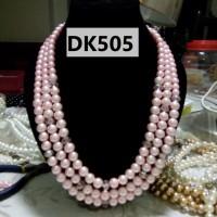 Kalung Mutiara Tiruan Tiga Tingkat Warna Putih Nuansa Pink - DK505