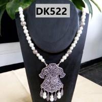 Kalung Motif Mutiara Tiruan Warna Putih Berliontin Besar- DK522