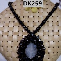Kalung Batu Pirus dan Mutiara Berliontin Warna Hitam - DK259