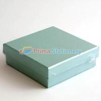 Kotak Kado ukuran 20x20x6cm Warna Polos