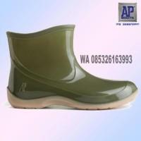 Sepatu Boot AP Pendek 2005 baik untuk wanita boots anti air karet