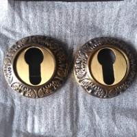 Lubang Kunci Kuningan Motif Ukir - Antique Brass