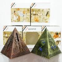 Pajangan Celengan Piramida