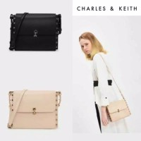 Harga tas charles and keith reversible flap crossbody bag | antitipu.com