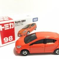 Tomica Reguler 98 Toyota Aqua Miniatur mobil sedan Toyota Aqua orange
