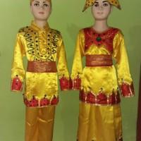 Baju adat Toraja anak