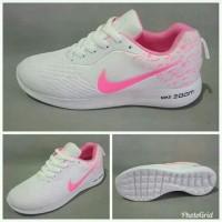 sepatu sneakers wanita Nike zoom fashion dan olahraga warna putih pink