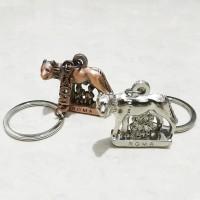 Gantungan Kunci Besi Srigala Roma