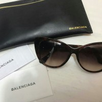 New balenciaga sunglasses Pouchnya ada defect dikit