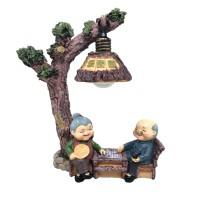 Cindy pajangan patung kakek nenek akong ama di bawah pohon lampu