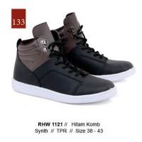 d83c01fc2 Sepatu Casual Sneakers Pria Sintetis Hitam RHW 1121 Gareu Co Katalog R