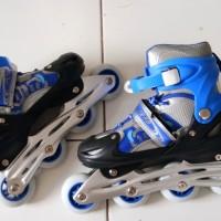 Sepatu roda roller blade