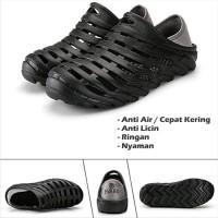 e736a4af0993d Sepatu Sandal Slipper Pria Evabu Garden Clog Karet Anti Air Berlubang