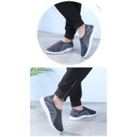 TERLARIS Sepatu Pria Slip On Empuk Sneakers