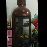 Lemari Pajangan Bentuk Botol
