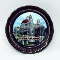 Souvenir magnet kulkas keramik gereja Blenduk Semarang oleh Indonesia