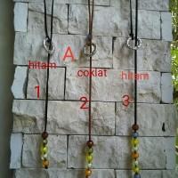 Kalung cewek bahan kulit suede dan batu imitasi