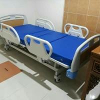 Bed Pasien Electric Kupu kupu Sella , Ranjang pasien 3 Crank