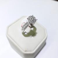 Cincin berlian emas putih 75% berat 4 gram model lotus 0.85 carat