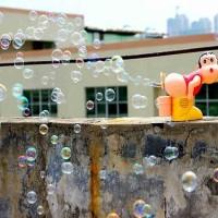 Mainan Balon Sabun Otomatis Bubble Gun LED dengan musik Model Sinchan
