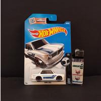 Pajangan Mainan Diecast Hotwheels Murah BMW 2002 White