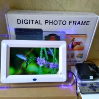 """STOK TERBATAS Digital Photo Frame 7"""""""