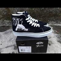 Sepatu Sneakers Vans SK8 HI (DEATH TO THE PIXIES) BLACK TRUE WHITE