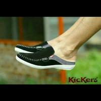 Sepatu Kickers Bustong