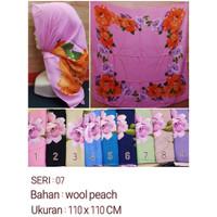 Jilbab Segi Empat Motif Bahan Wolfis / Wool Peach Seri : 07