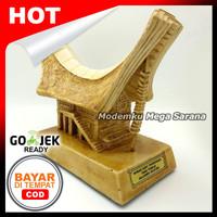 Miniatur Rumah Adat Tongkonan Tana Toraja Sulawesi Selatan