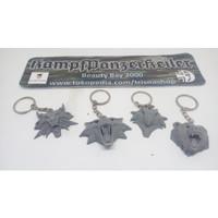 Gantungan kunci Witcher medallion Wolf, Bear, Griffin, Cat school